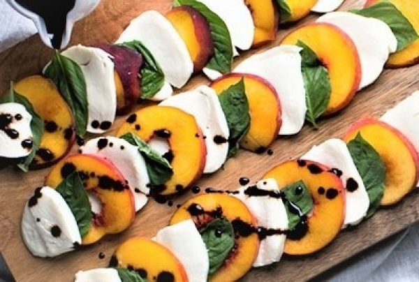 Recipe.VFC.PeachCapreseSalad_upload.jpg