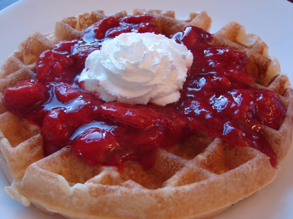 WaffleWithStrawberryCompote_upload.JPG